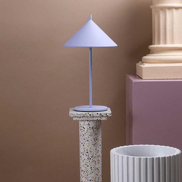 HK Living - metal triangle table lamp m matt lilac