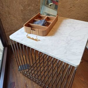Montana – Tavolino cromo con base in marmo
